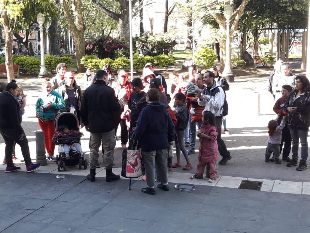 Familias se movilizan y Protestan frente a la Municipalidad de Concordia