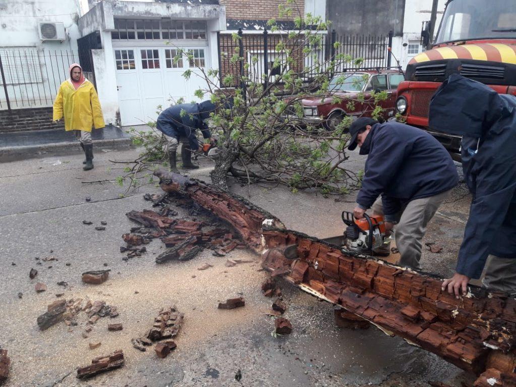 La Municipalidad asiste a las familias perjudicadas por la tormenta.