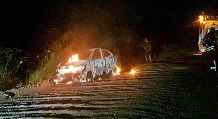 Un auto quedó totalmente afectado luego de prenderse fuego a la vera de la ruta 14