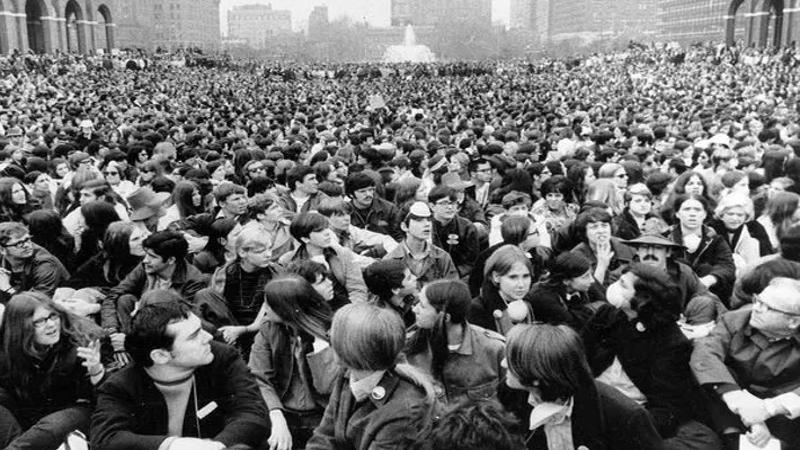 Día de la Tierra en Filadelfia Aproximadamente 7.000 personas se reunieron en el Independence Mall en Filadelfia durante el primer Día de la Tierra, 22 de abril de 1970.